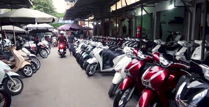 Định giá xe máy cũ tại chợ xe máy cũ Chùa Hà Quận Cầu Giấy Hà Nội